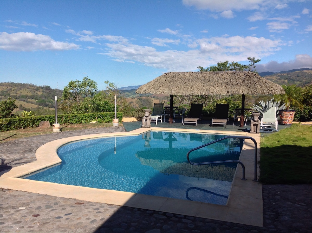 Amarillo Haus Poolside Family Suite