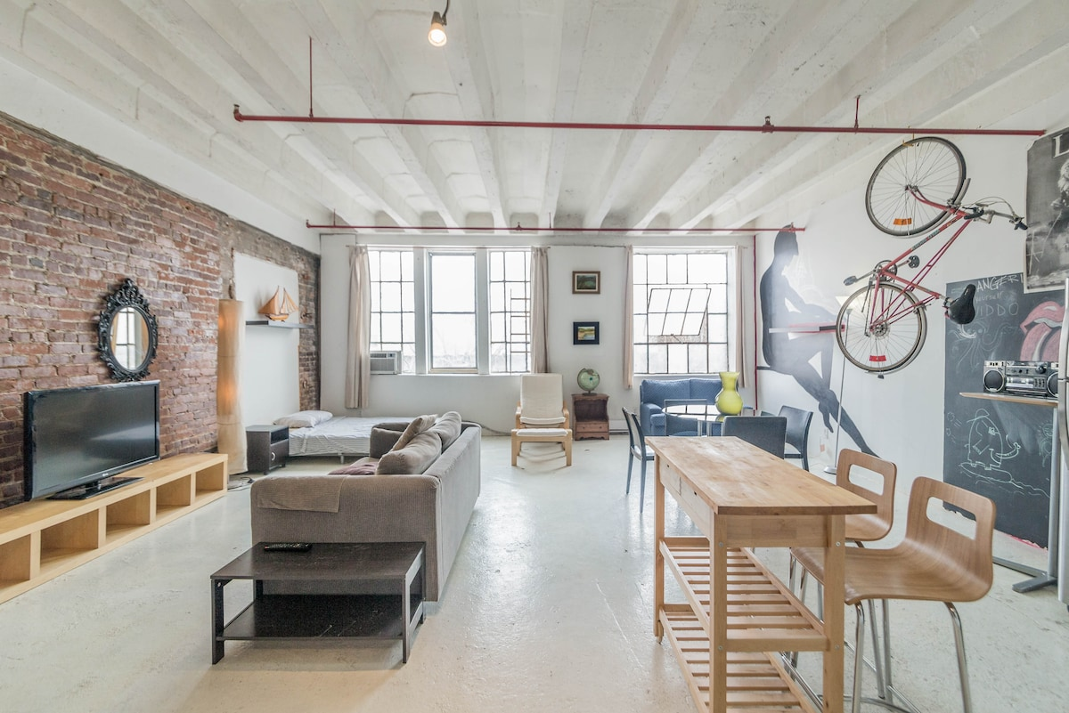 DOWNTOWN ARTISTS LOFT