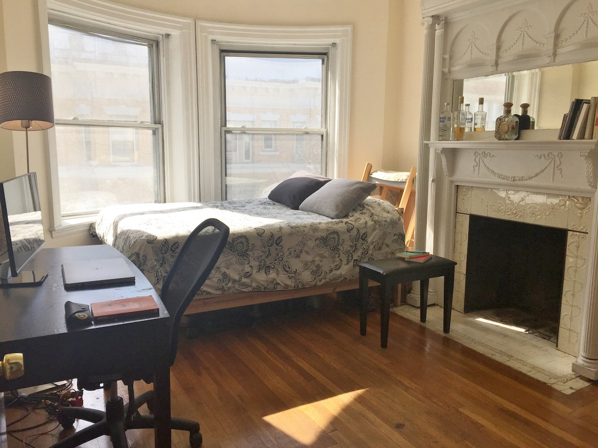 Bright room in BackBay/Fenway