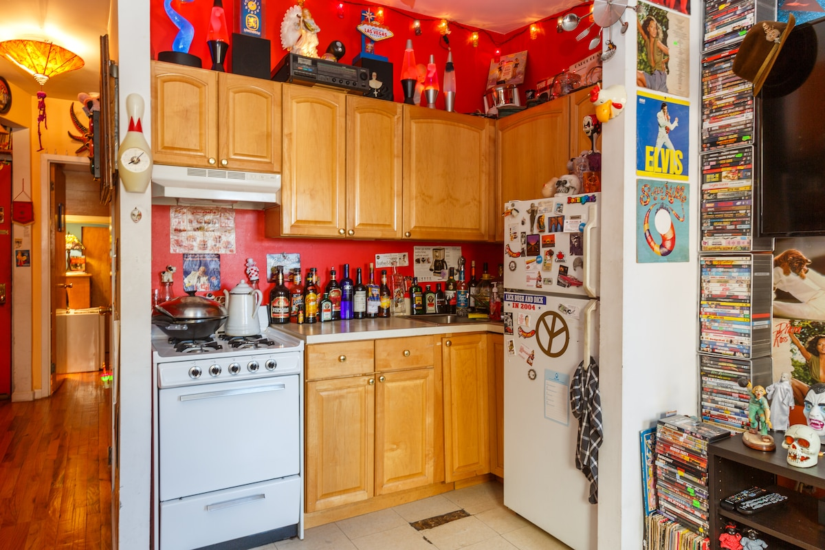 Here's my fully-stocked kitchen. If you don't see what you need, just ask me!