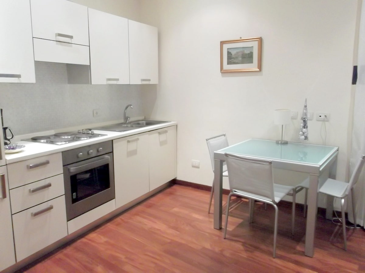 Kitchenette with dining corner