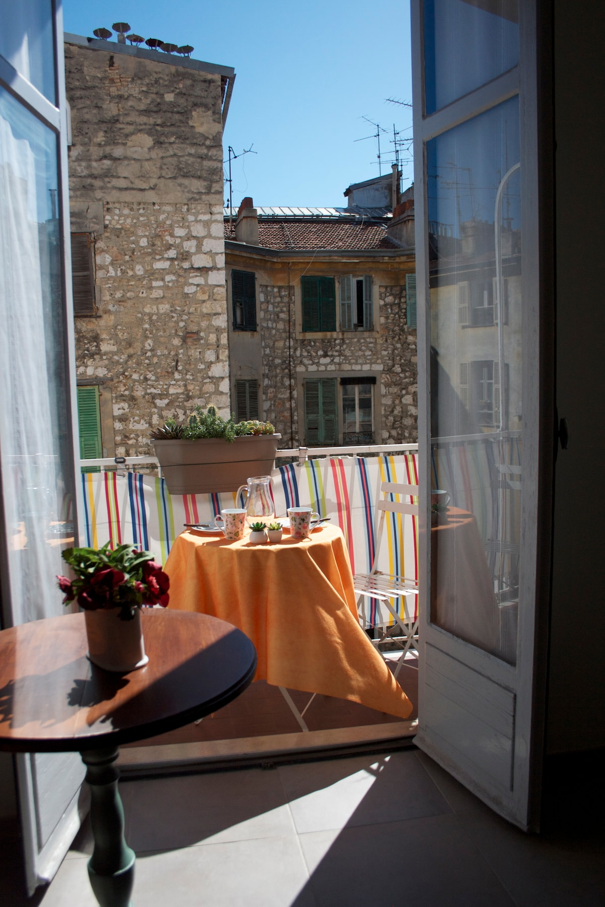 Sunny& quiet central flat in Nice..