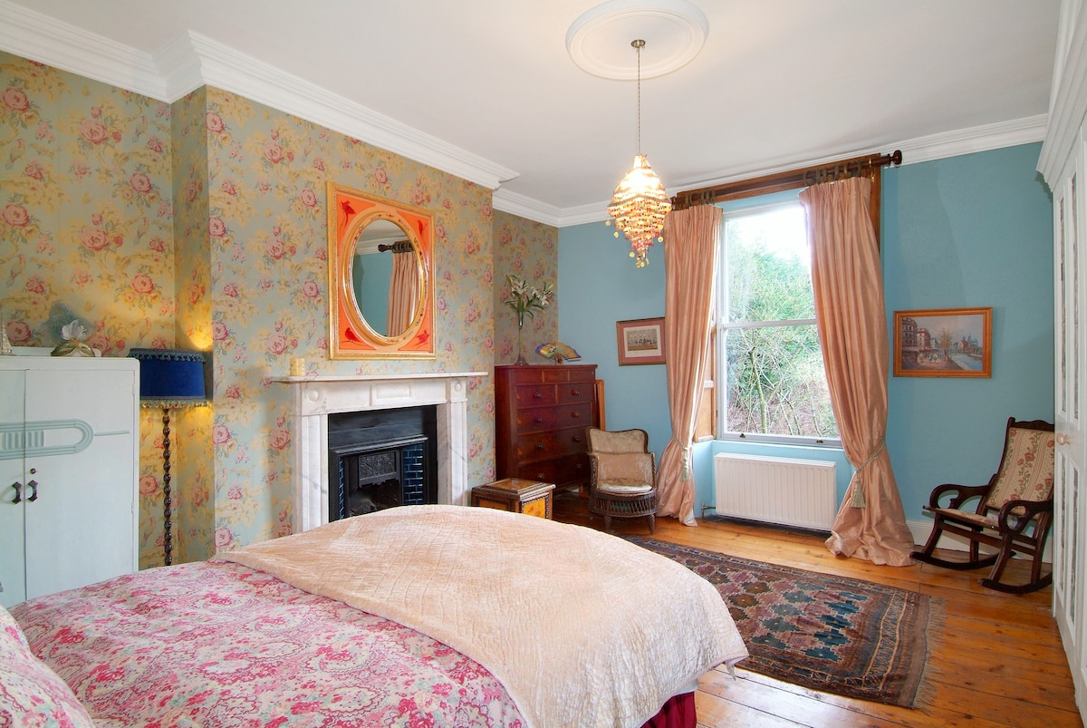 large central room - double bed D6