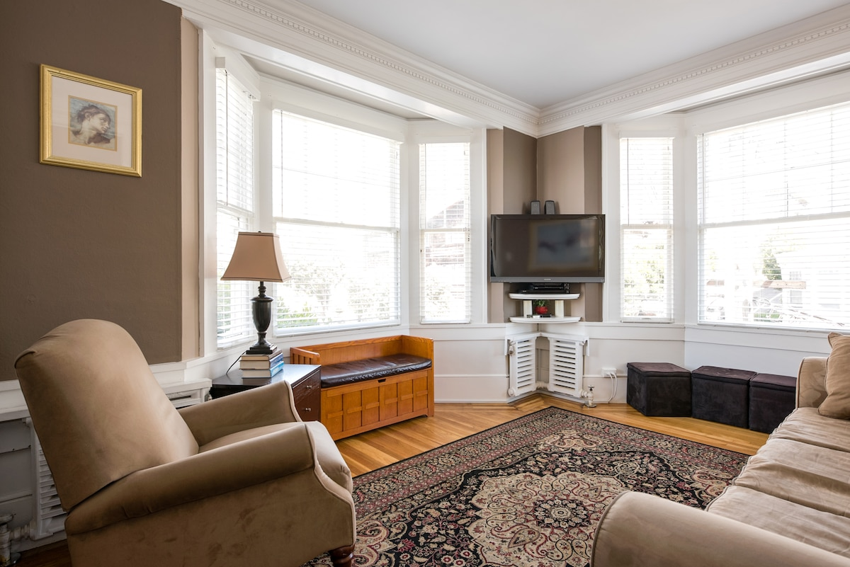 Nob Hill charm, location, and view!
