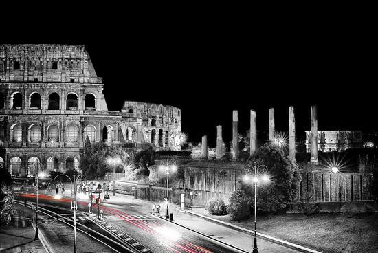 """GOLD U.S.A. love Roma!"" ,Apt 1-6p"