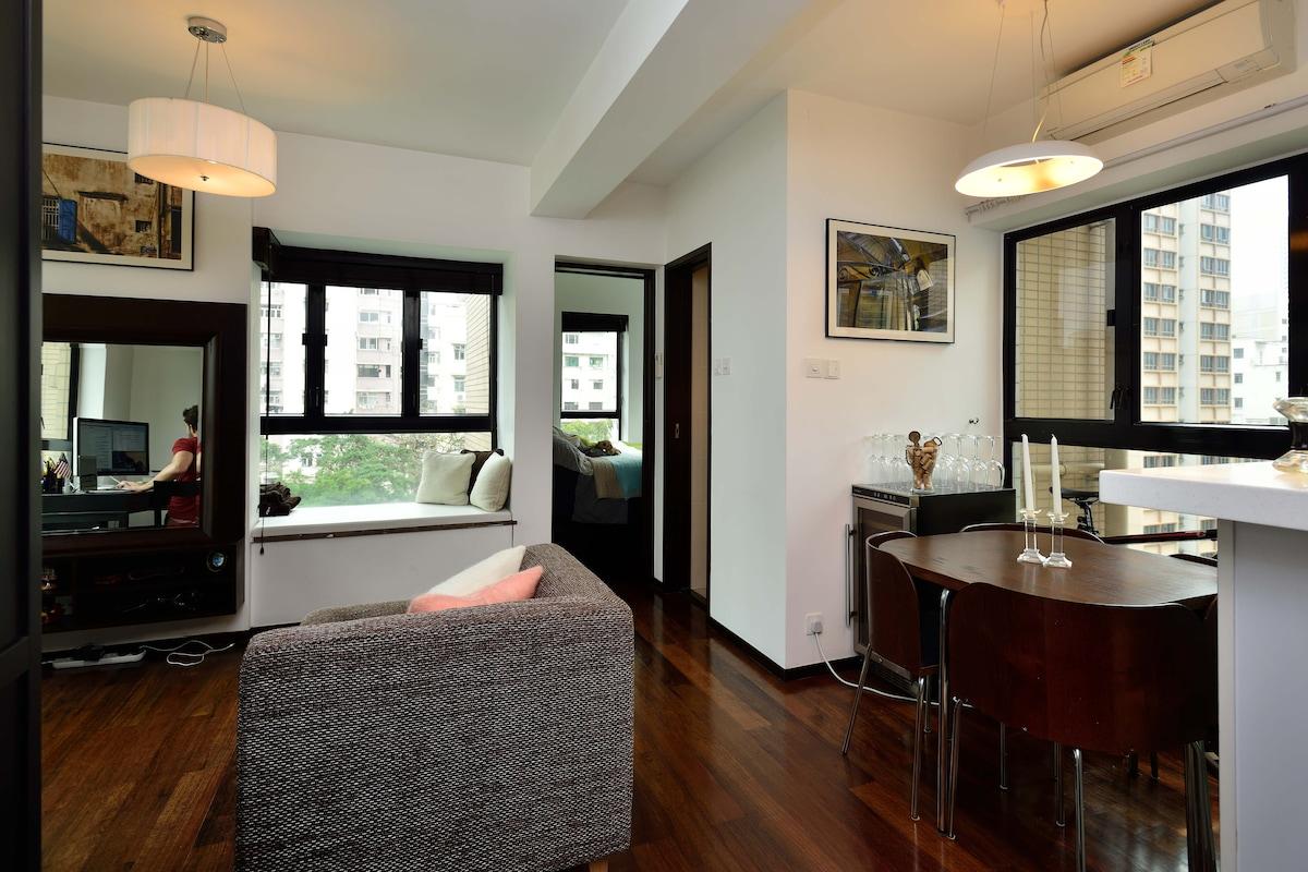 Bright one-bedroom in heart of HK!