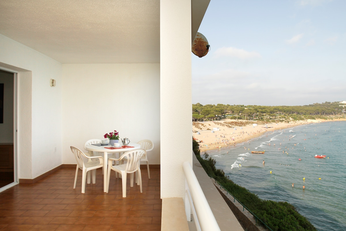 Large private terrace of Apartment, front sea view / Terraza del apartamento