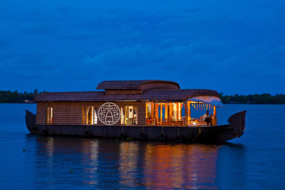 Honeymoon Houseboat in Kerala