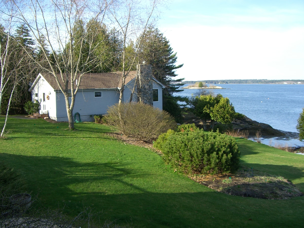 Cottage on waterfront in Maine