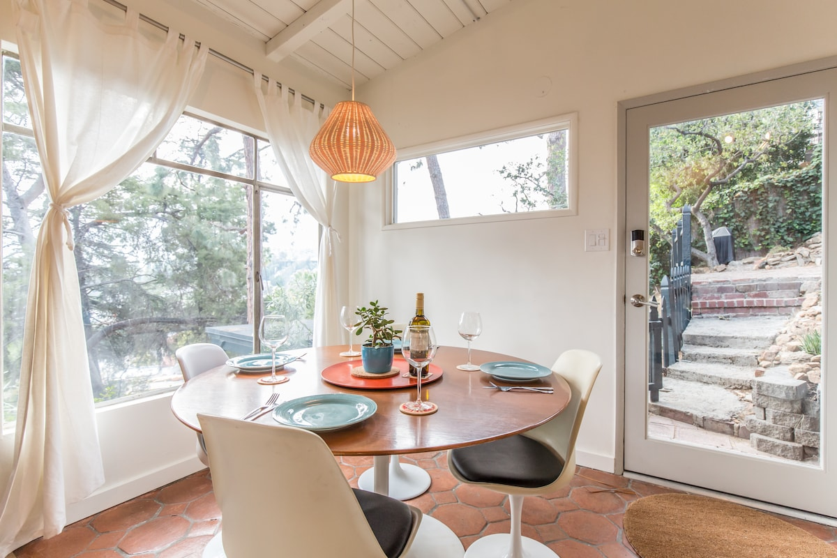 BRIGHT MIDCENTURY HOLLYWOOD HILLS!