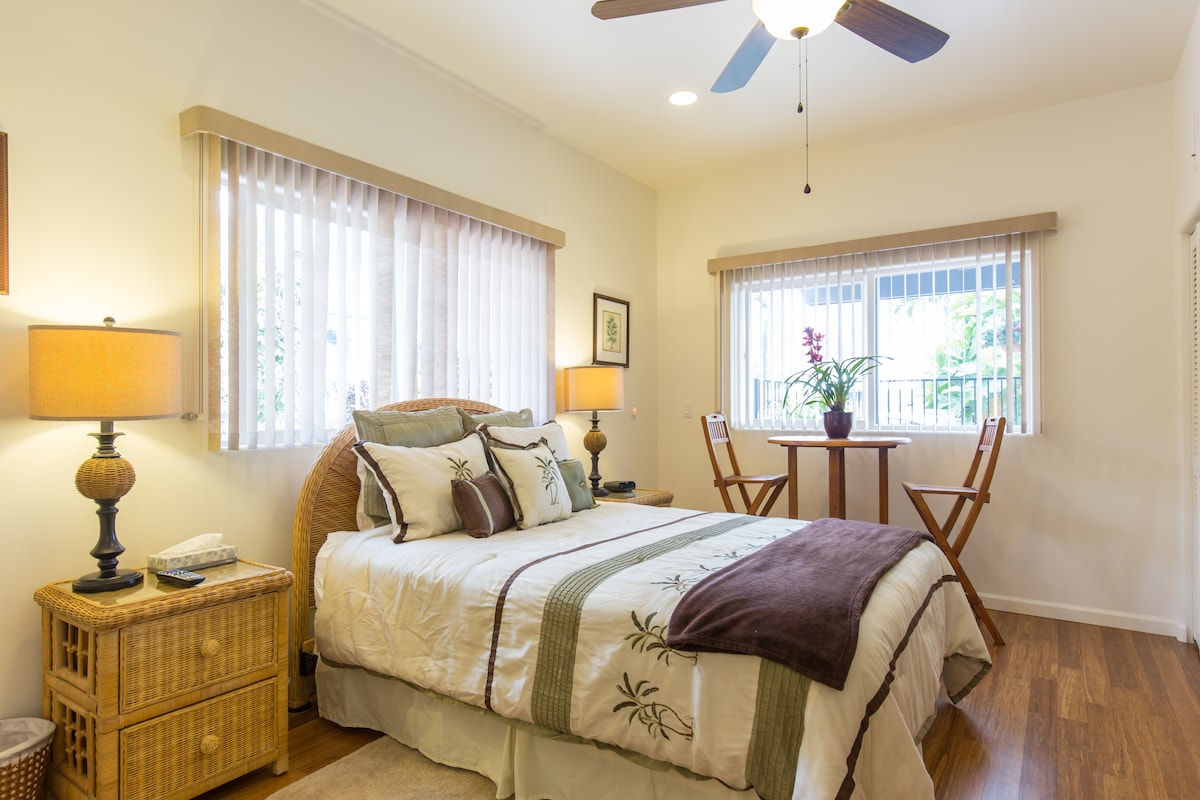 Bright, airy Pikaki room with comfy queen bed, private dinette table and chairs