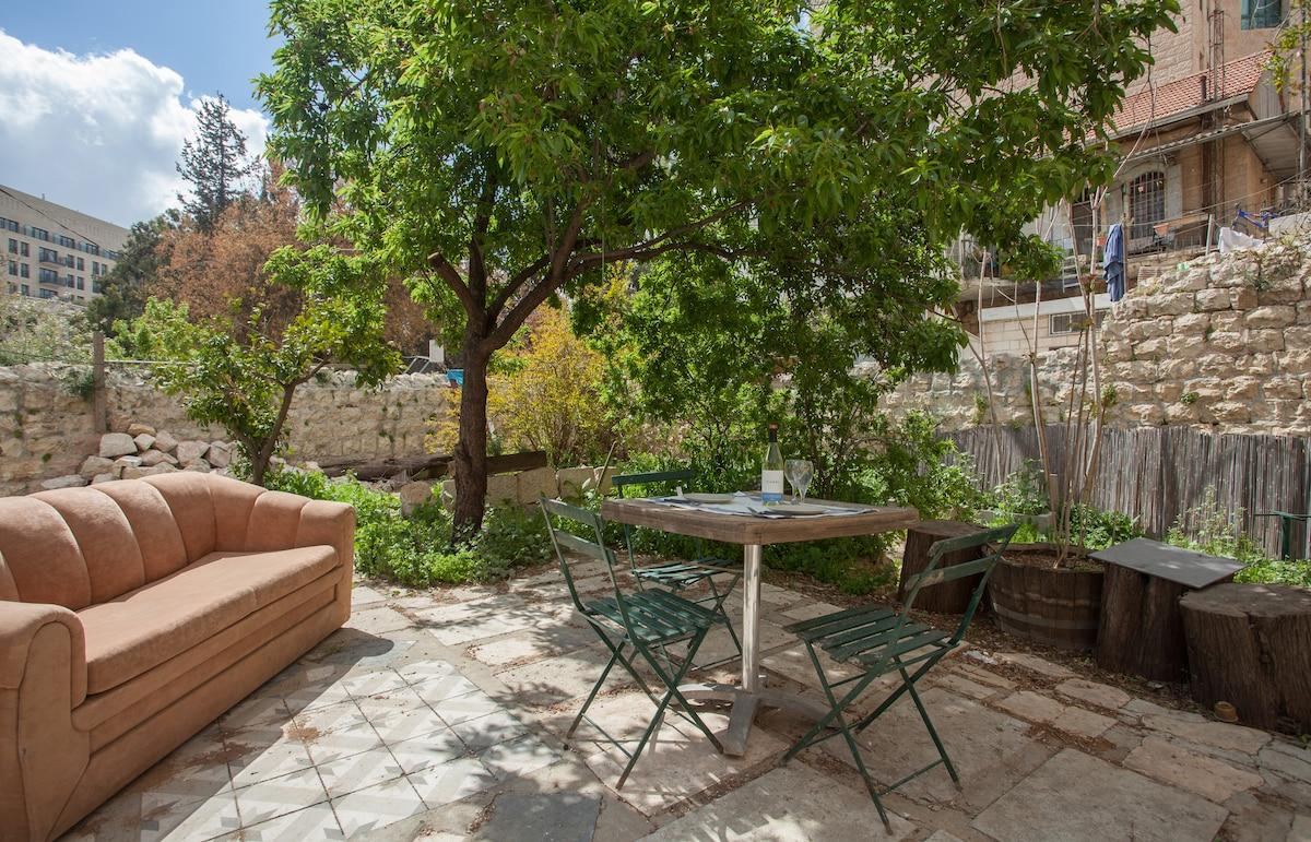 Garden flat in the Best location