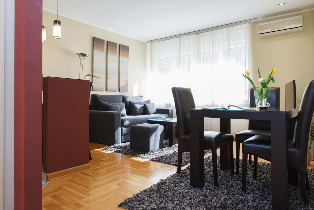 Living room with a coffee & dining table for 4 persons