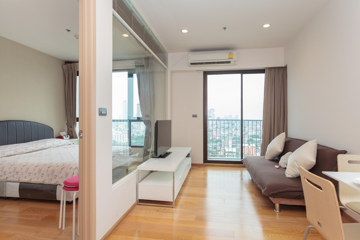 Cozy room 1 min to bts wongweinyai