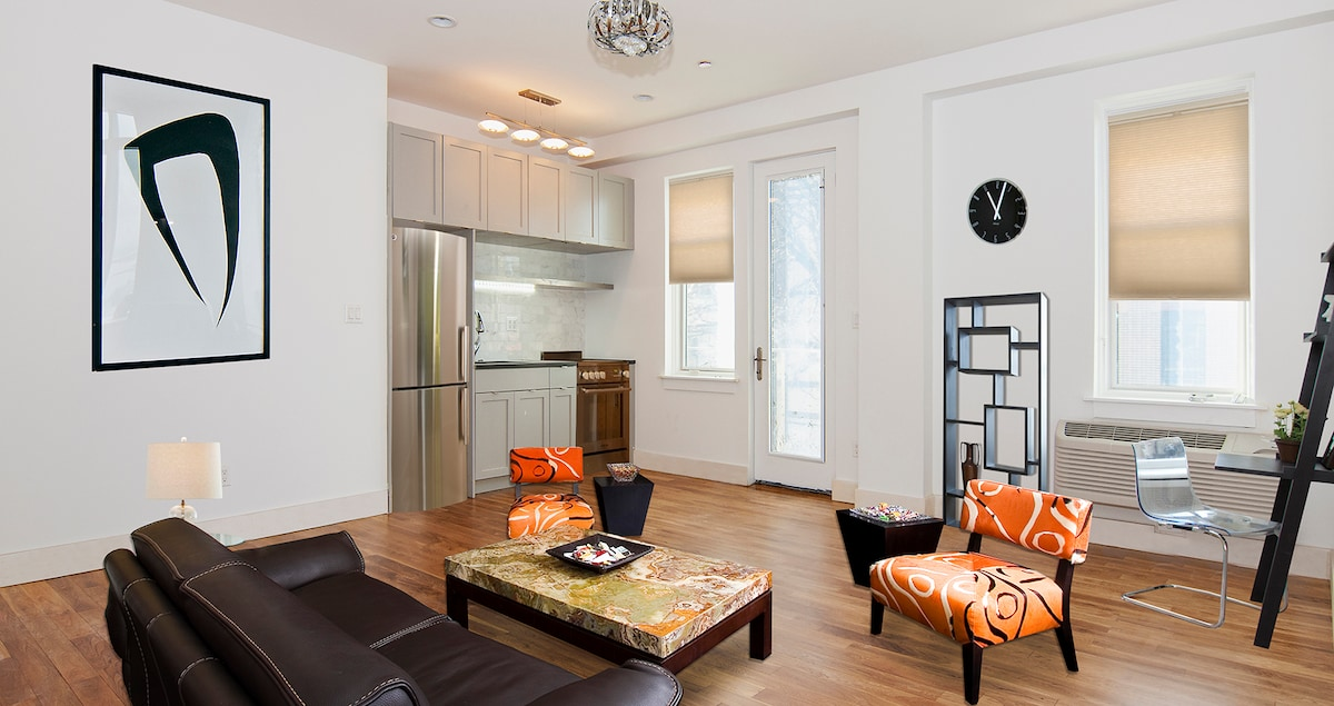 BUDGET LUXURY C IN CHARMING AREA!!!