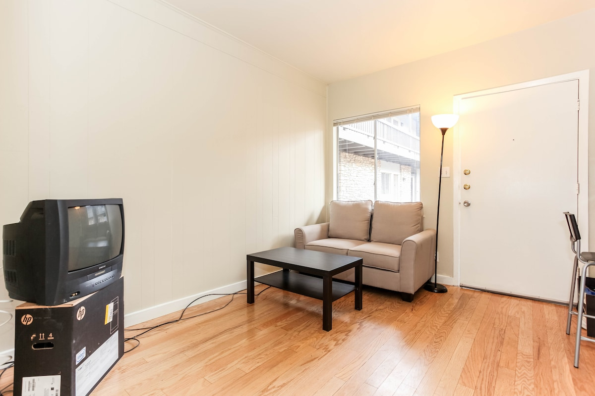 Clean Cozy Central 1BR condo
