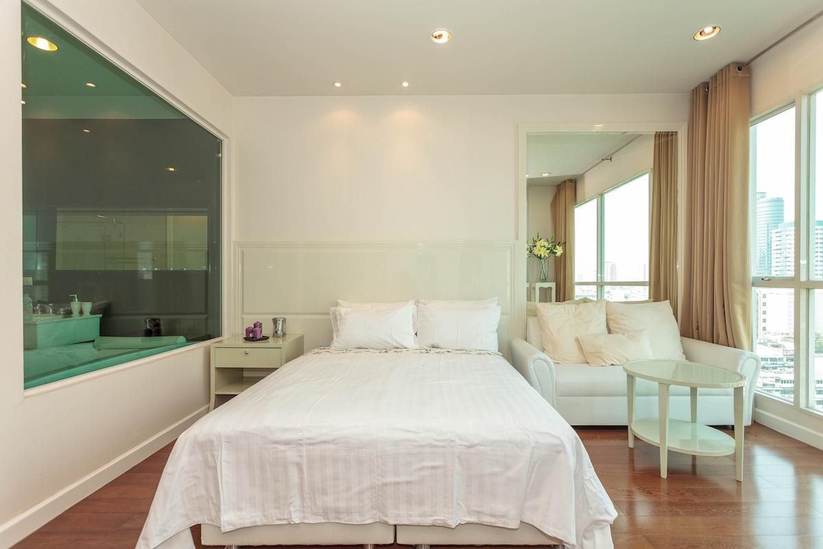 Modern Luxury Condo in Central BKK