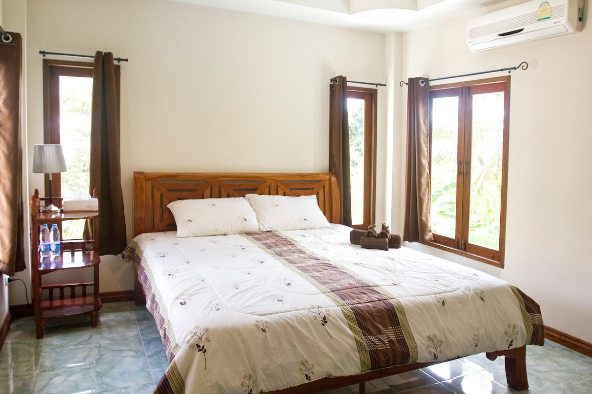 Private bedroom with view over the jungle, complementary water, wifi and towels.