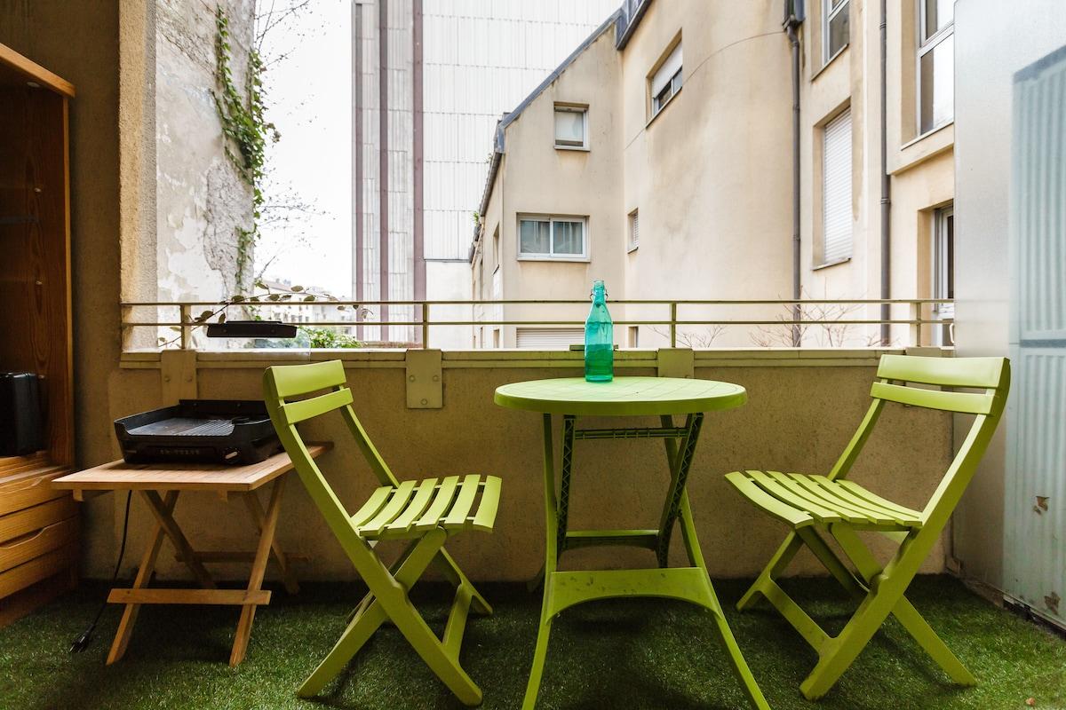Studio refait à neuf avec terrasse