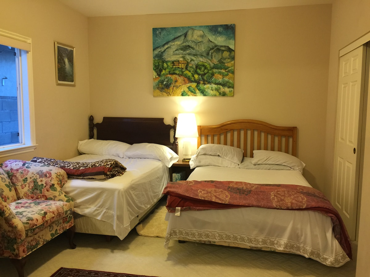 1E-Comfy Room in Luxurious House