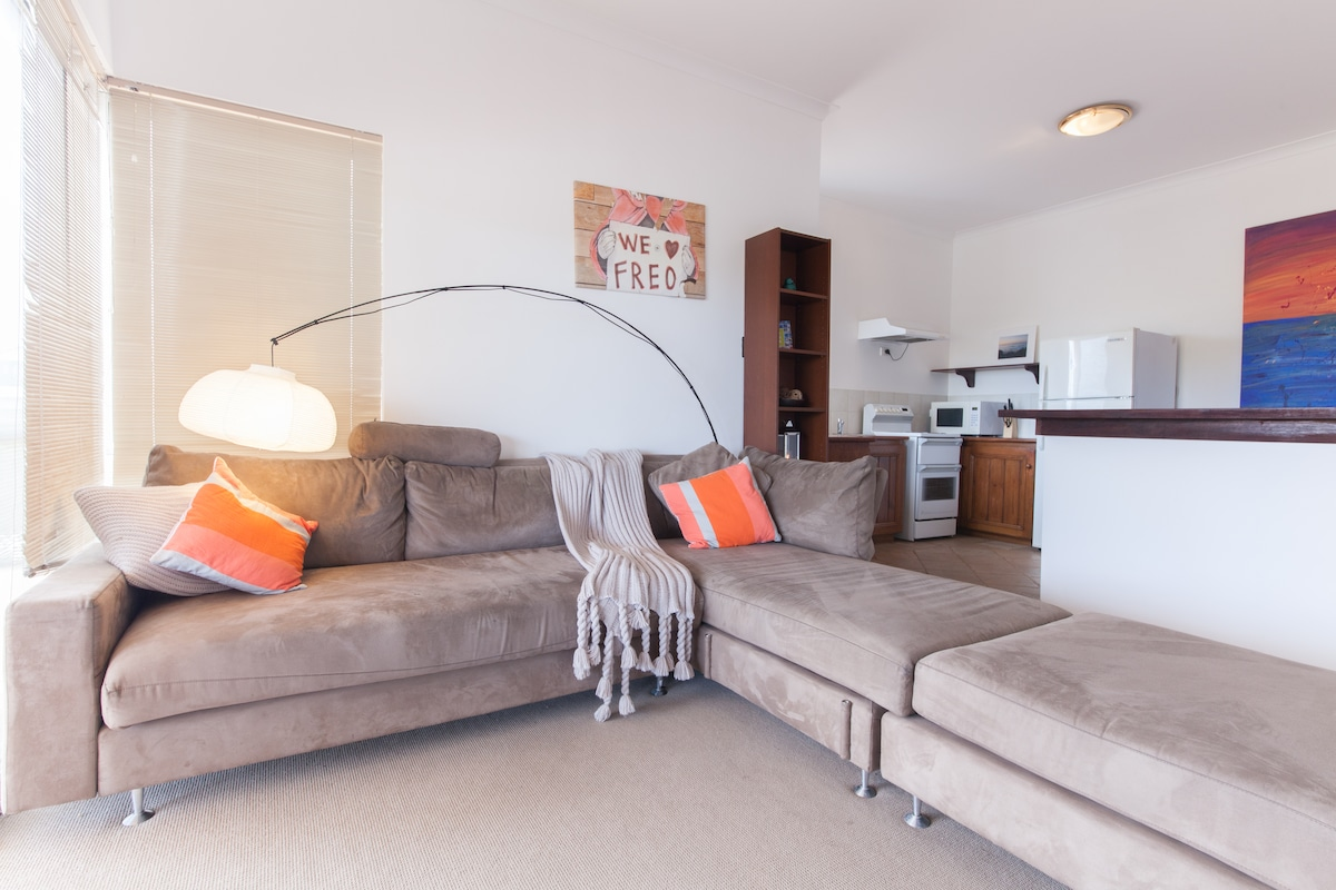 Self contained unit in quiet Coogee