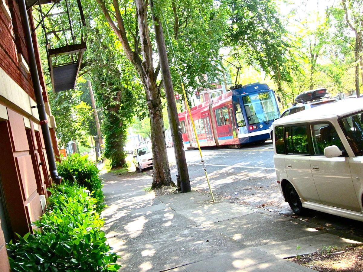 NW Portland condo / street car line