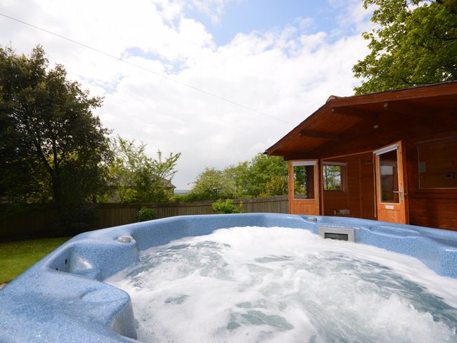 Sweet Cottage with Hot Tub/Sauna