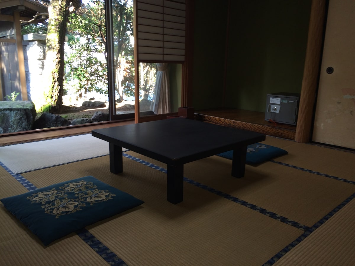 Traditional Japanese Room [FLOWER]