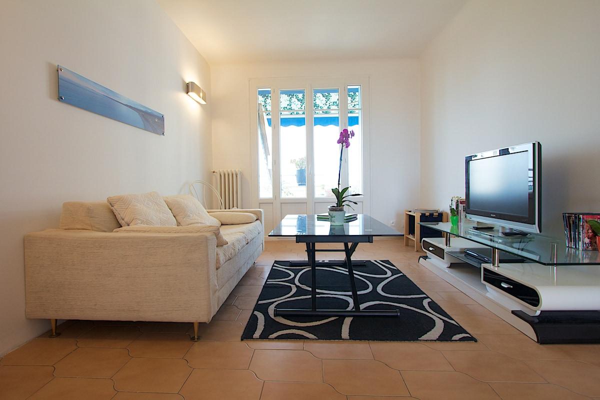 White apartment in Nice Saïda