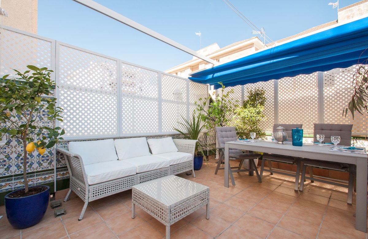 SITGES TOWNHOUSE WITH ROOFTOP BBQ!!