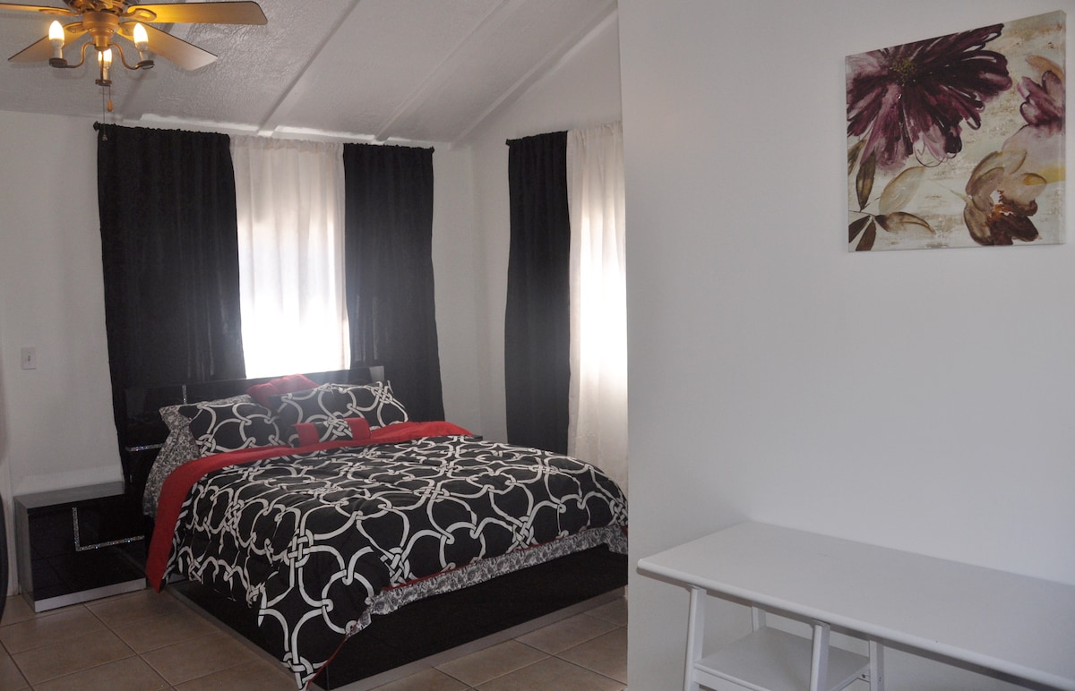 PRIVATE GUEST HOUSE! LOCATION!!!