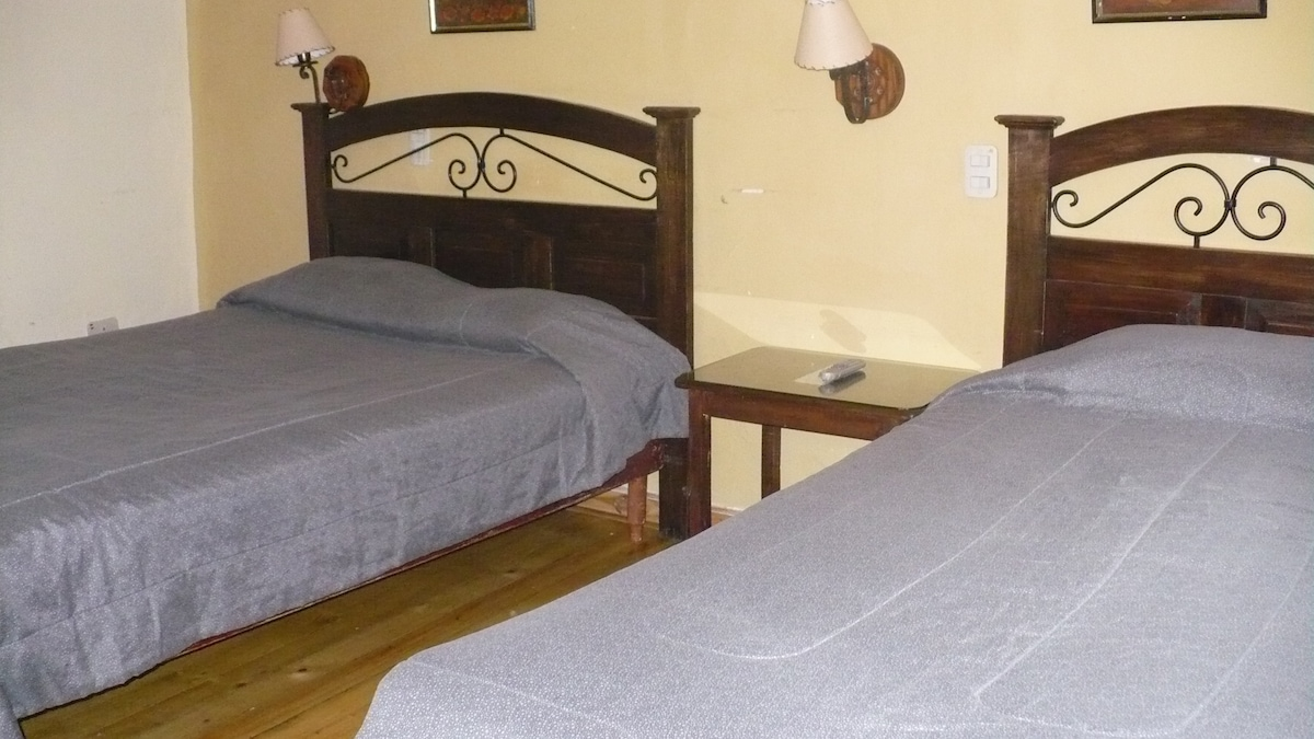 Twin Room/ Habitación Doble