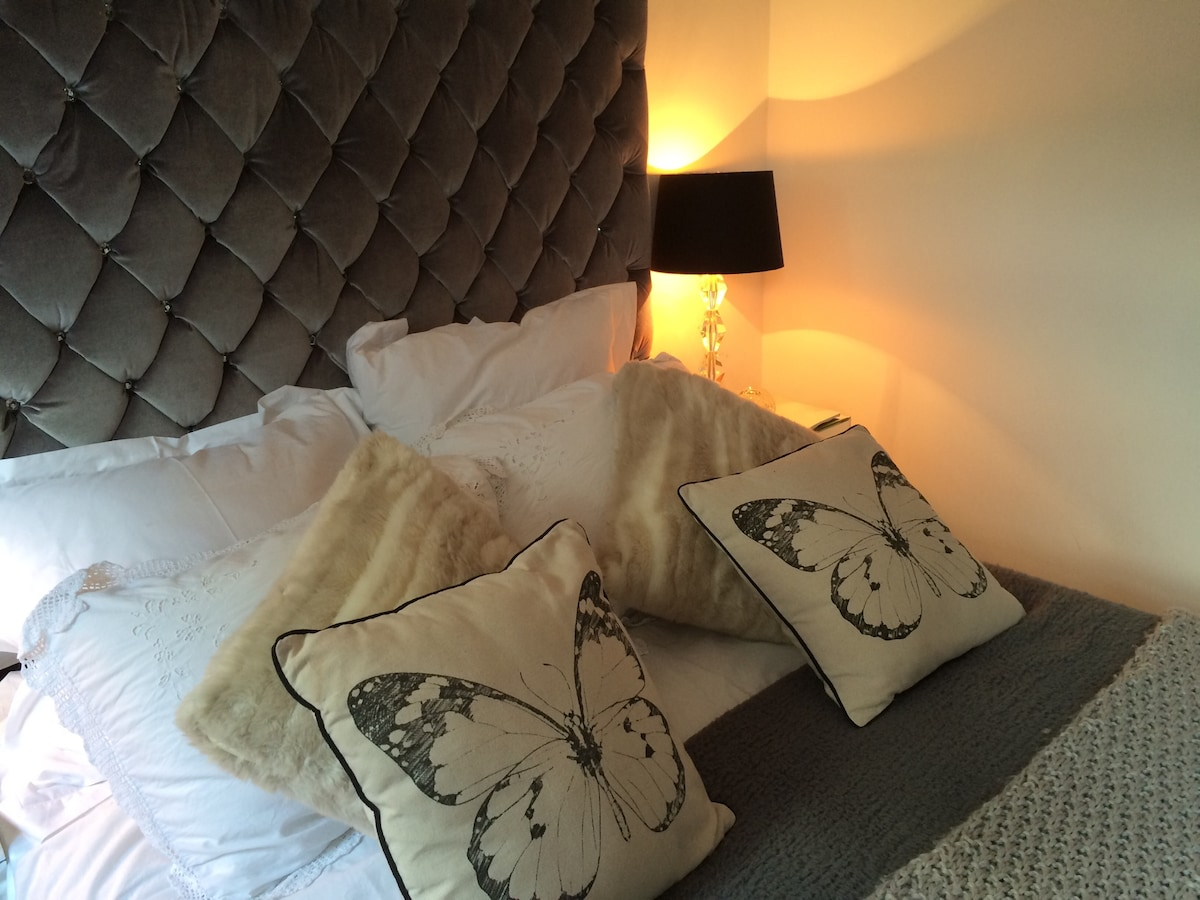 A comfy bed with a memory foam mattress and duck down feather pillows and Egyptian cotton linen.