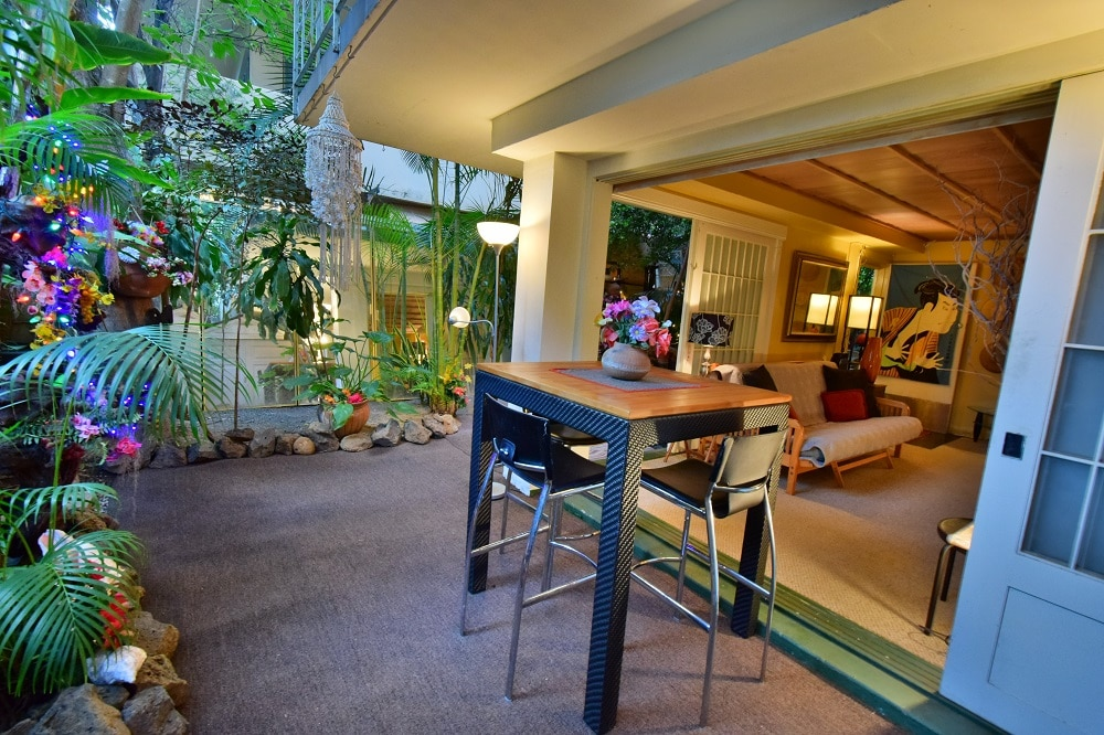 Beautiful Waikiki Garden Apt.