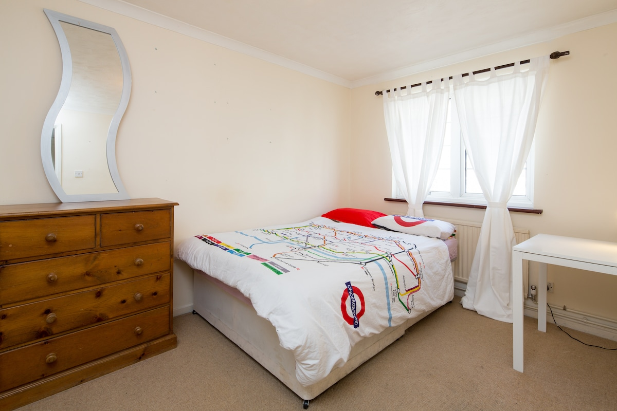 Amazing central double bedroom!