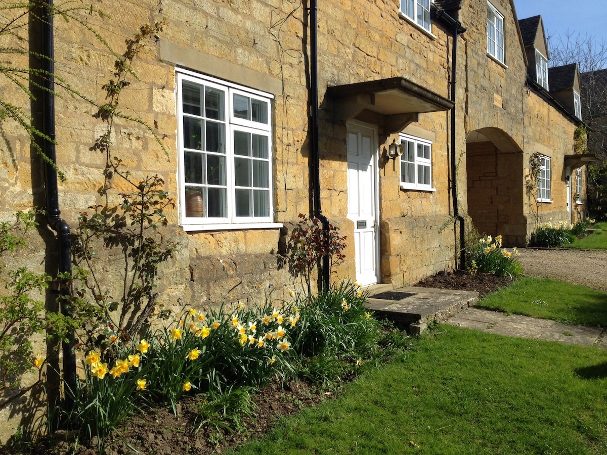 Cotswold Character Cottage
