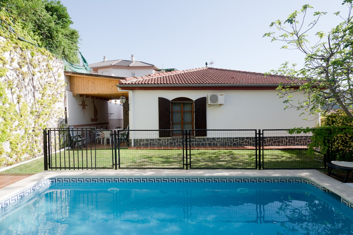Charming chalet-4 km from Granada