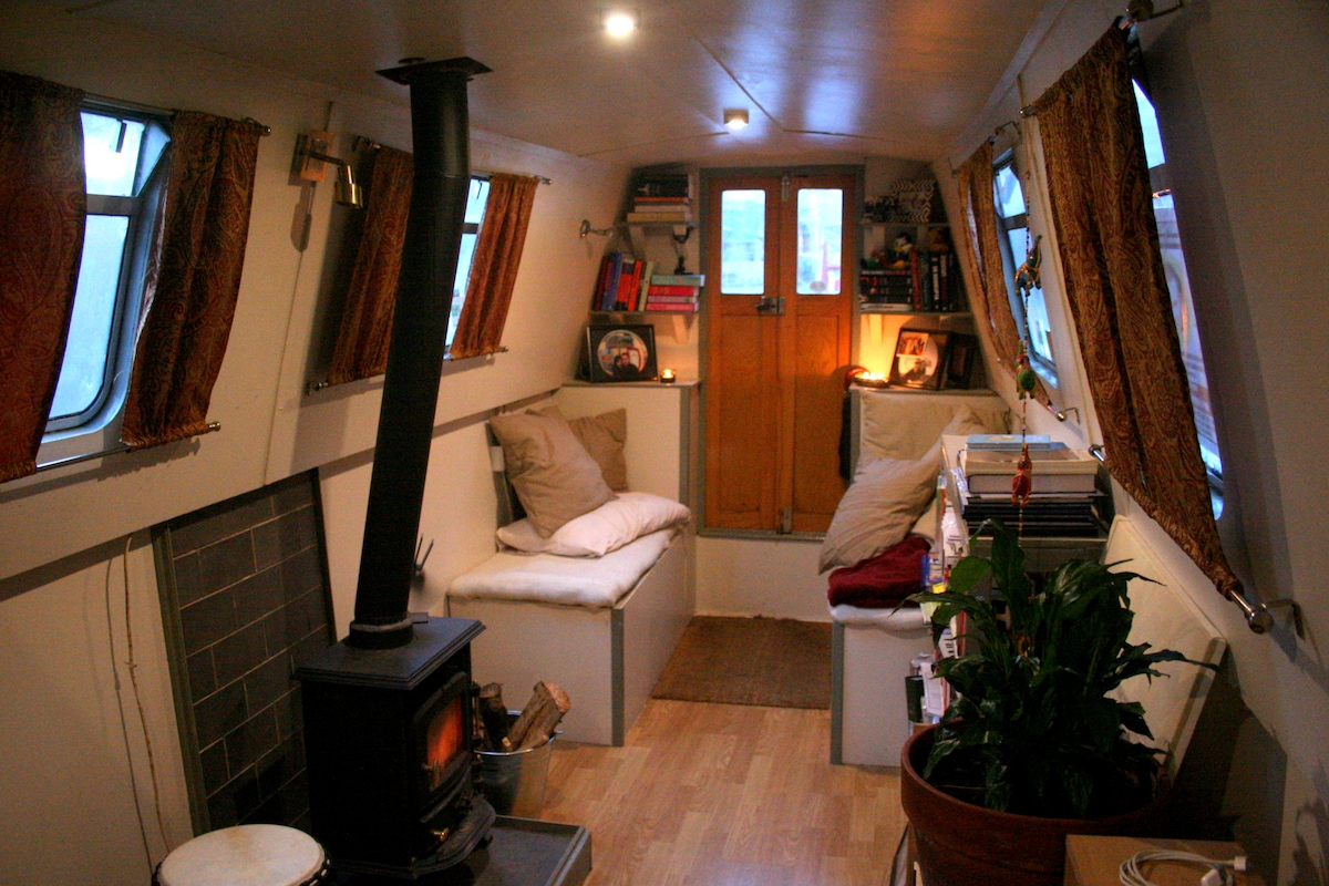 Double Bed on Narrowboat in London