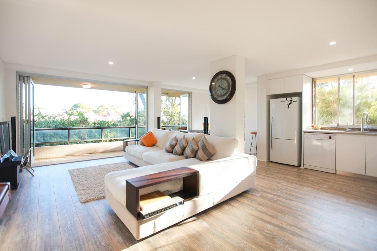 Large& sunny room near beach & city