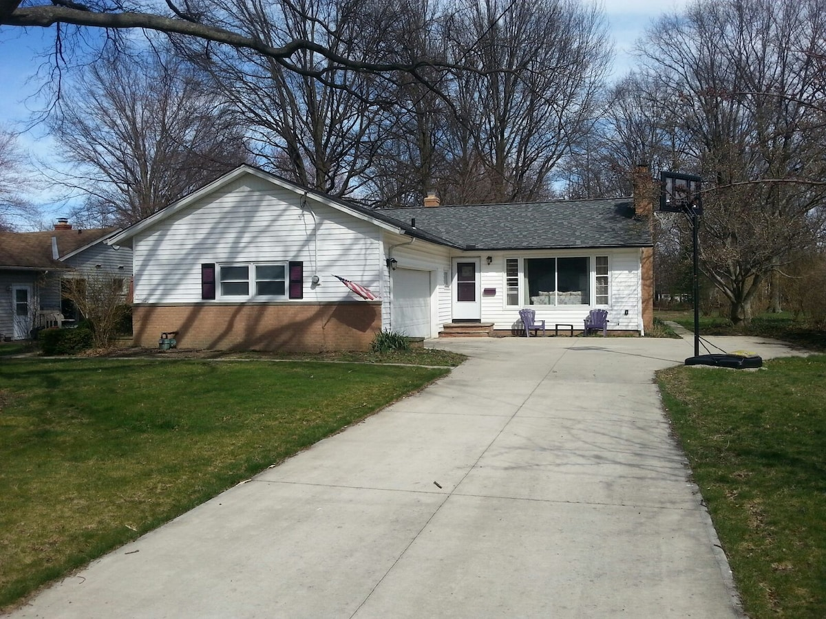 Charming Home 20 minutes from RNC