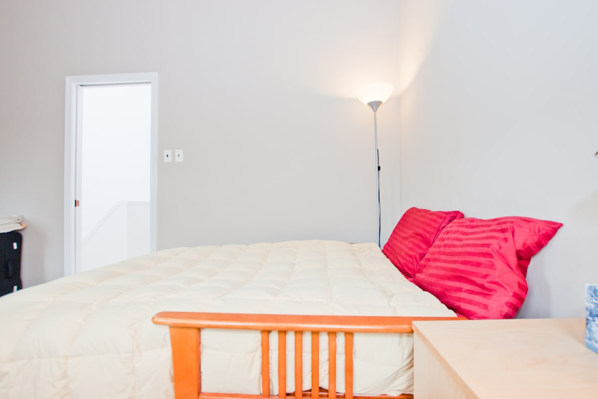 """smaller of two bedrooms available (""""perfect bedroom"""")"""