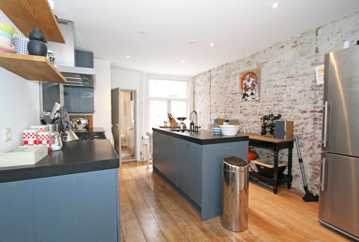 Prepare a meal in the charming, functional and welcoming kitchen