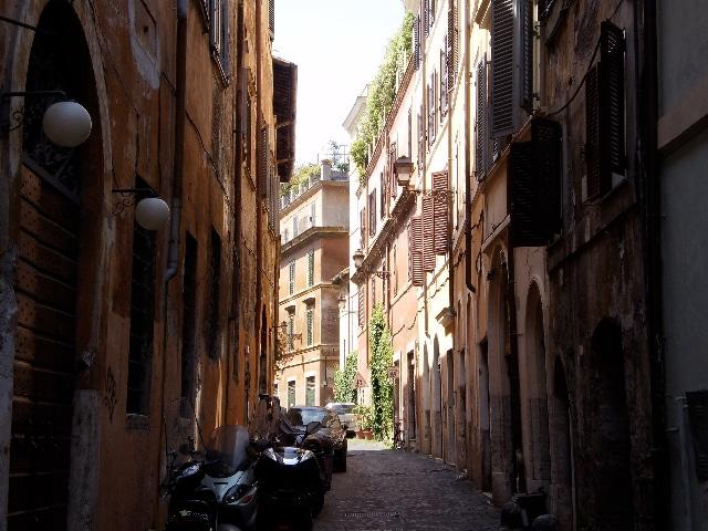 Via dei Salumi street.