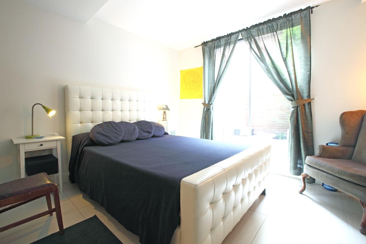 Bedroom w/ bathroom, Williamsburg