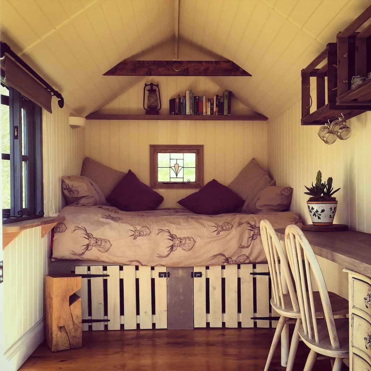 Shepherds Hut for 2 Near the Coast
