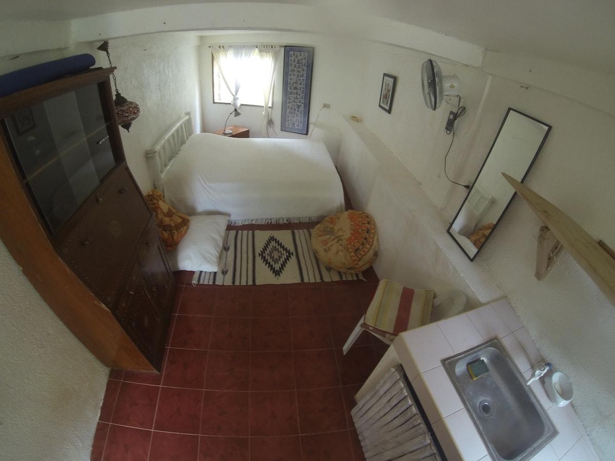Cozy Boracay Room In A Rustic Place
