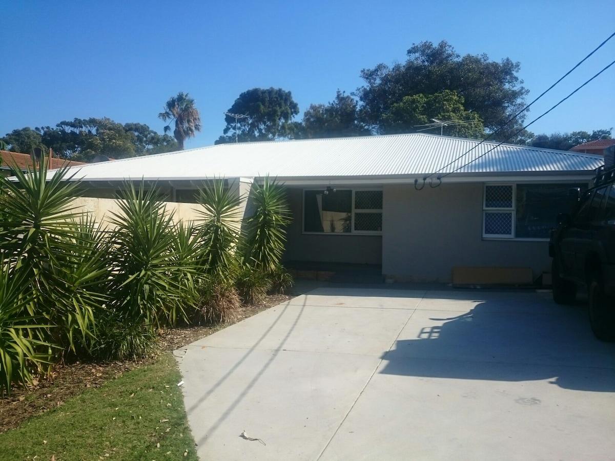 Scarborough Rare Duplex near beach