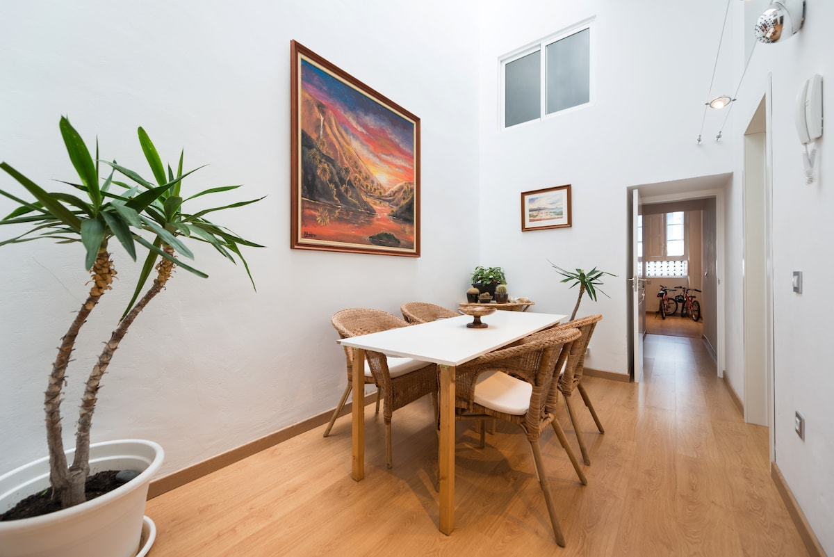 APARTMENT IN CANARY HOUSE