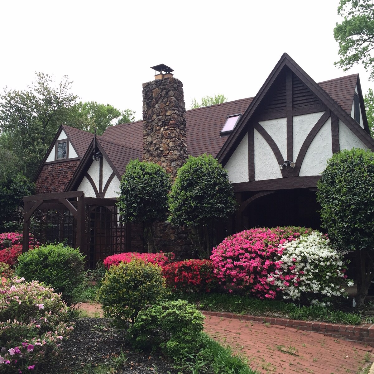 4BR Midtown Tudor Style Cottage