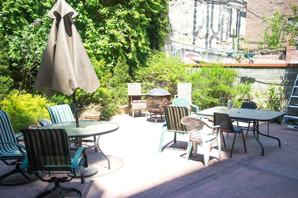 Manhattan 1Bed. Rooftop! Backyard!!